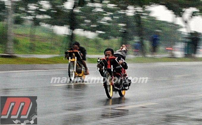 Taruhan Balap Liar Bali Jupiter Z Vs Mio Harusnya Ditiru Regulasi Drag Bike Portal Sepeda Motor Dan Seluruh Aspeknya