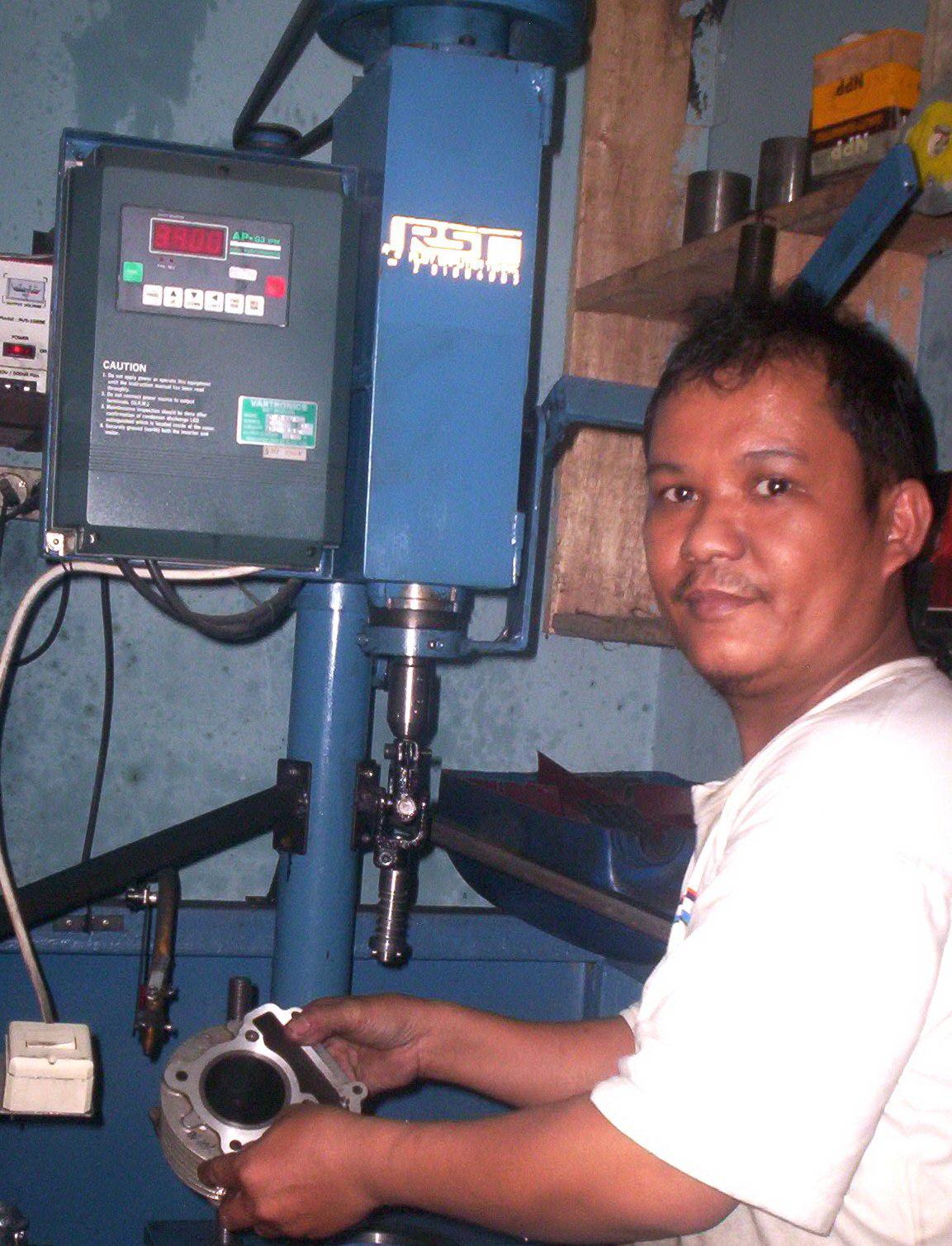 Jual mesin korter 1 set berikut mesin honing manual di lapak yose.