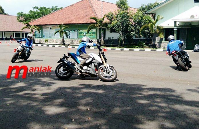 Yamaha, gymkhana, rossi, motogp