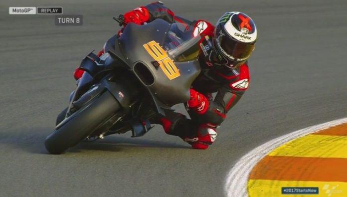 Lorenzo dengan Ducati GP17 di test Valencia