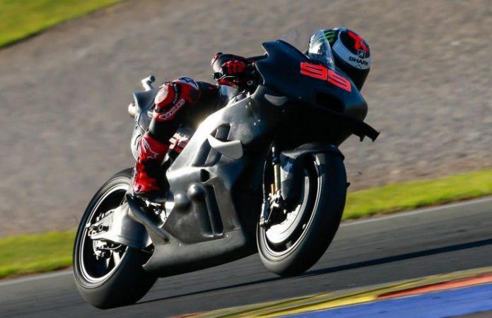 Lorenzo in action dengan Ducati di test Valencia