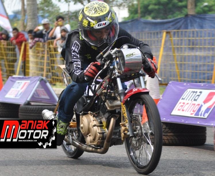 Penampilan FU SC Oleh Chodox di Proliner Drag Bike pada Agustus 2016 di Jababeka