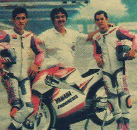 Tobun, Edmon, dan Jayadi. Wah ingat bangat nih foto siapa yang jepret. Persiapan GP125 di Sentul, berlaga bareng Valentino Rossi 1995