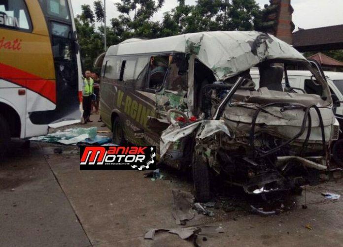 Mobil V-Reinz Kecelakaan
