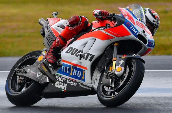 99 Lorenzo Ducati 2017 Le Mans-1