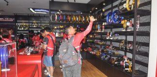 Display part asesoris di Kantor RCB Malaysia